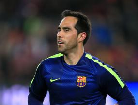 Goalkeeper Claudio Bravo completes move from Barcelona to Manchester City