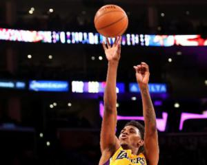 Nick Young rallies Lakers to victory over Raptors