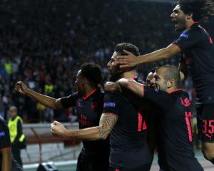 Giroud earns Arsenal win while Lazio deny Nice