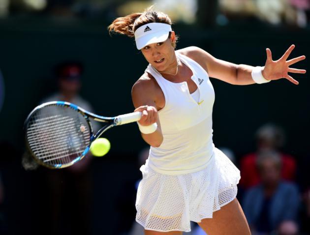 Djokovic kicks off Wimbledon defence with thumping win