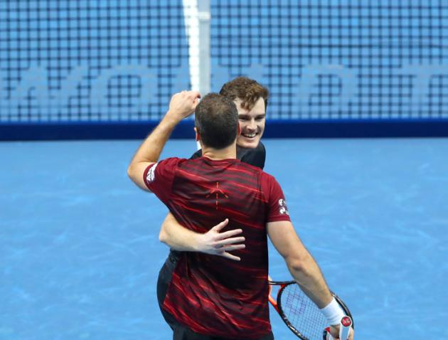 Murray salutes support after starting World Tour Finals campaign in style