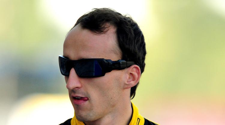 Robert Kubica takes first official step on F1 comeback trail for Renault