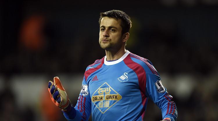 Fabianski plays down Roma link