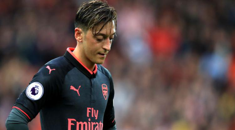 Manchester United to launch January bid for Mesut Ozil