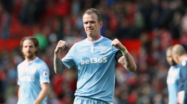 Glenn Whelan makes Aston Villa switch