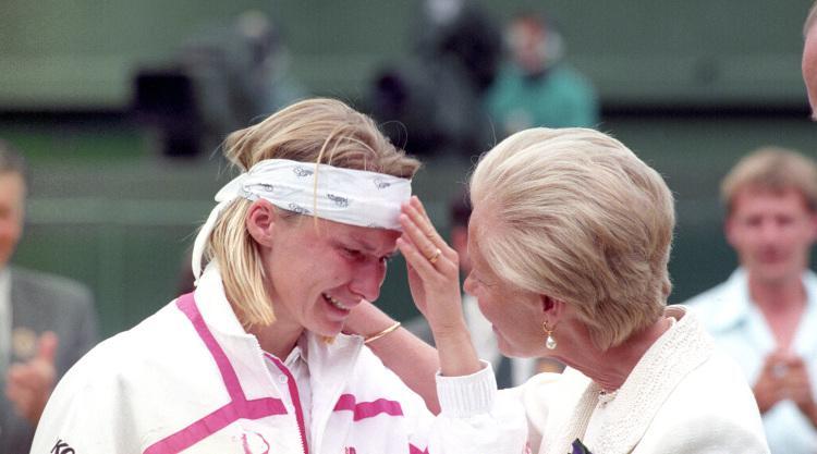 Ex-Wimbledon champ Jana Novotna passes away